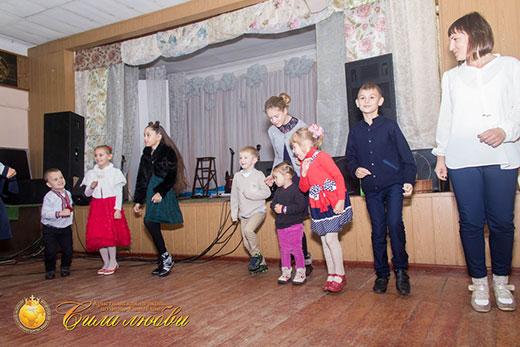 Фотография выступление детского служения на 17 годовщине в Киеве