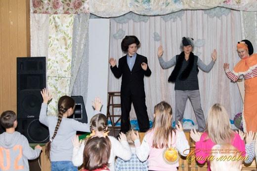 Песни и танцы в детском клубе фотография