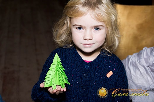 Мастер-класс по изготовлению ёлочной игрушки «ёлочка» фотография девочки