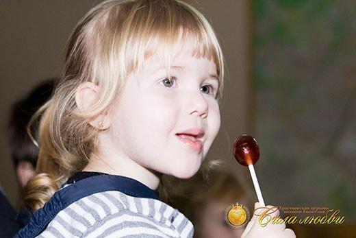 Девочка на детском клубе фотография 2 декабря