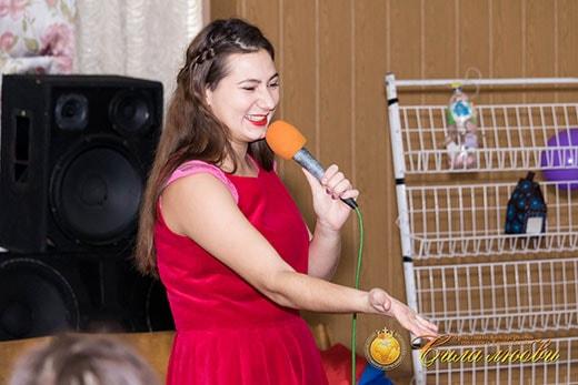 Светлана Черныш поет на детском клубе фото